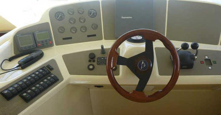 Alquilar barco a motor Sealine T 47 en Marina Baotić, Seget Donji