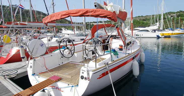 Rent a sailboat in Marina Kremik - Salona 38