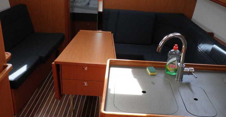 Rent a sailboat in Marina Sukosan (D-Marin Dalmacija) - Bavaria Cruiser 37