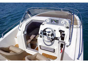 Rent a motorboat Atlantic 655 Sun Cruiser in Veruda, Pula