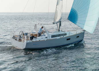 Rent a sailboat in Lefkas Nidri - Oceanis 38