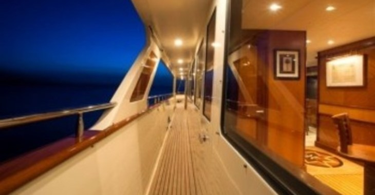 Medium watershed luxury crewed yacht charter british virgin islands caribbean virgin traders 428