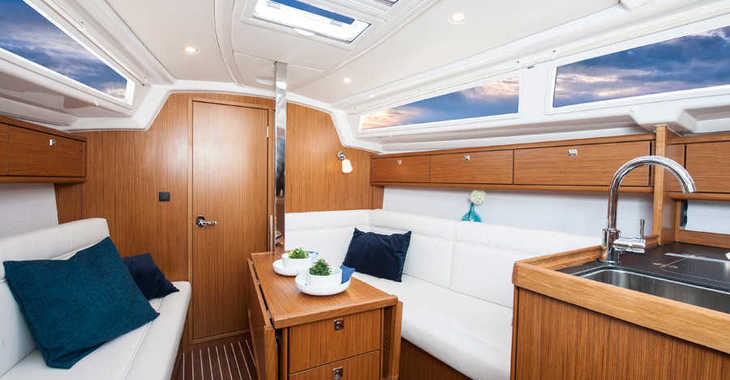 Rent a sailboat in Split (ACI Marina) - Bavaria Cruiser 33