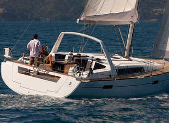 Rent a sailboat in Marina Mandalina - Oceanis 45