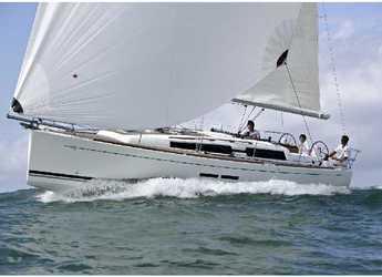 Rent a sailboat in Marina Kastela - Dufour 375