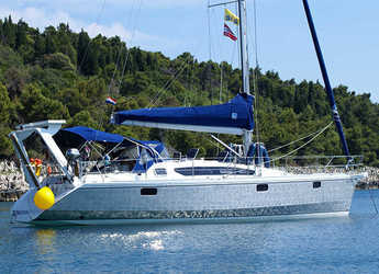Rent a sailboat in Veruda - Ovni 395