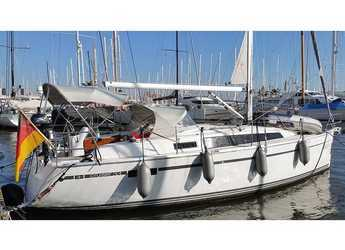Rent a sailboat in El Arenal - Bavaria Cruiser 33