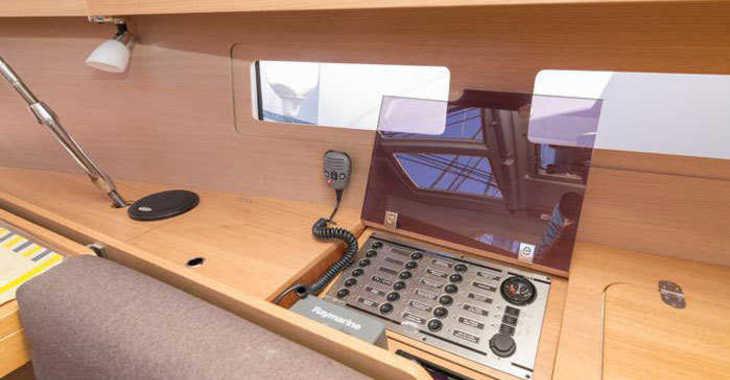 Rent a sailboat in Marina Kremik - Dufour 410 Grand Large