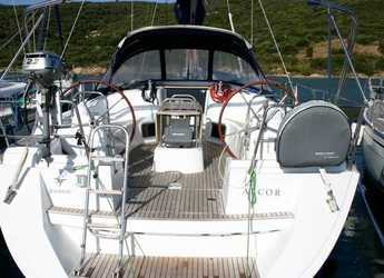 Rent a sailboat in Cala dei Sardi - Sun Odyssey 44i