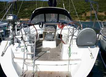 Chartern Sie segelboot in Cala dei Sardi - Sun Odyssey 44i