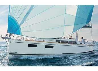 Rent a sailboat in Cala dei Sardi - Oceanis 38.1