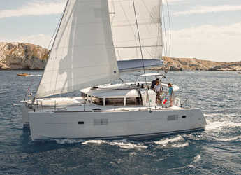 Rent a catamaran in Cala dei Sardi - Lagoon 400 S2