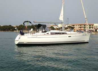 Rent a sailboat in Portocolom - Oceanis 37