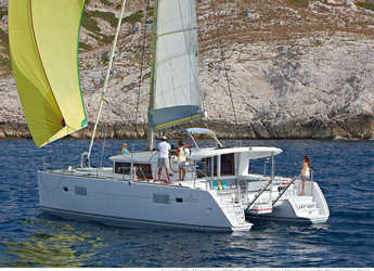 Alquilar catamarán en Cala dei Sardi - Lagoon 400 S2