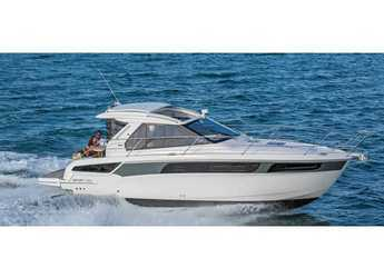 Rent a motorboat in Veruda - Bavaria S36 Coupe
