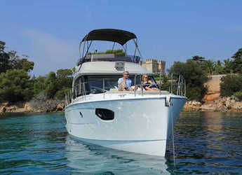 Rent a motorboat in Veruda - Bavaria E40 Fly