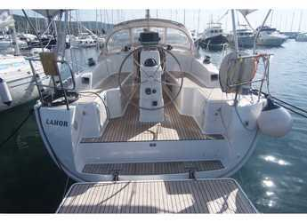 Rent a sailboat in Punat - Bavaria Cruiser 33