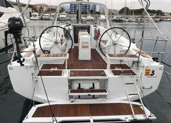 Chartern Sie segelboot in Port Olimpic de Barcelona - Oceanis 38.1