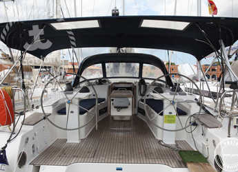 Rent a sailboat in Muelle de la lonja - Bavaria 45 Cruiser