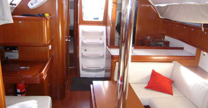 Rent a sailboat in Marina del Sur. Puerto de Las Galletas - Oceanis 37