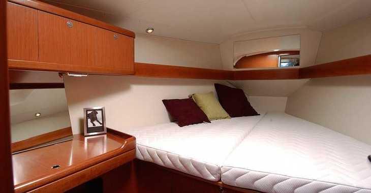 Rent a sailboat in Muelle de la lonja - Oceanis 37