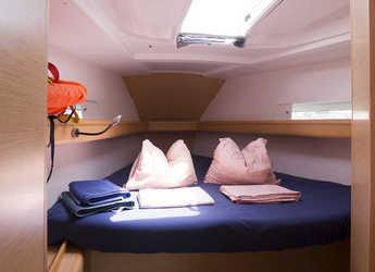Rent a sailboat Sun Odyssey 419 in Marina del Sur. Puerto de Las Galletas, Las Galletas