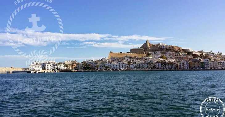 Rent a sailboat in Club Náutico Ibiza - Oceanis Clipper 311