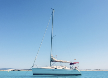 Rent a sailboat in Club Náutico Ibiza - Oceanis Clipper 311
