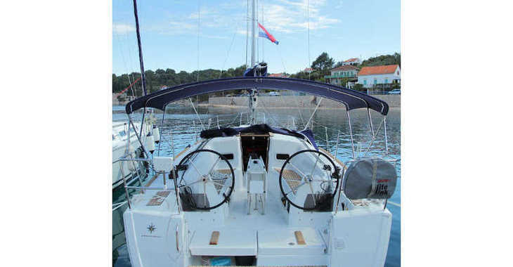 Rent a sailboat in Rogač - Sun Odyssey 349