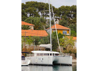 Rent a catamaran in Rogač - Lagoon 400