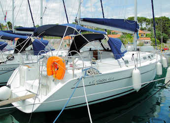 Rent a sailboat in Rogač - Beneteau Cyclades 43.4