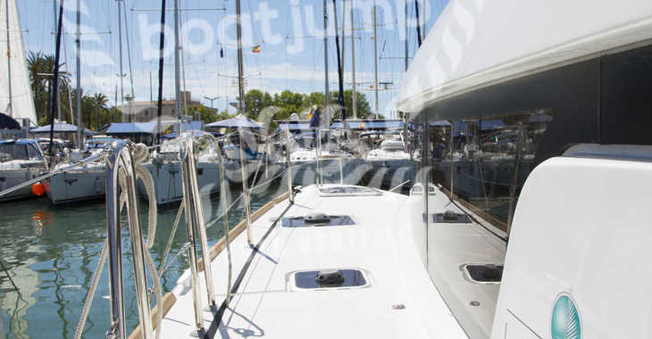 Rent a catamaran in Muelle de la lonja - Lagoon 39