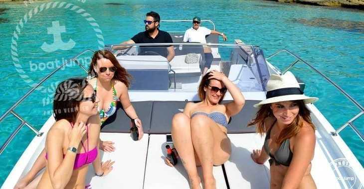 Alquilar barco a motor Beneteau Flyer 8.8. en Club de Mar, Palma de mallorca