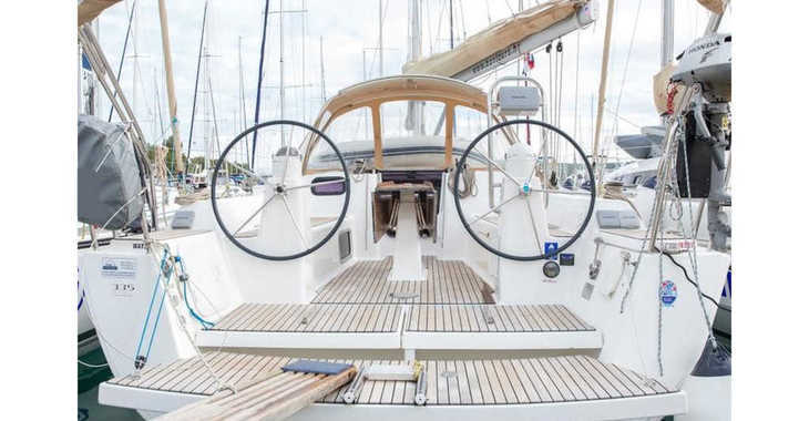 Rent a sailboat in Marina Frapa - Dufour 335 Grand Large