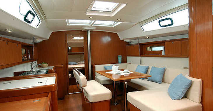 Rent a sailboat in Marina Betina - Beneteau Oceanis 43