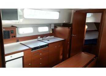 Rent a motorboat Delphia 1050 Escape in Marina Kremik, Primosten