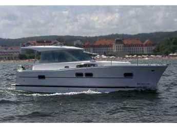 Rent a motorboat in Marina Kremik - Delphia 1050 Escape
