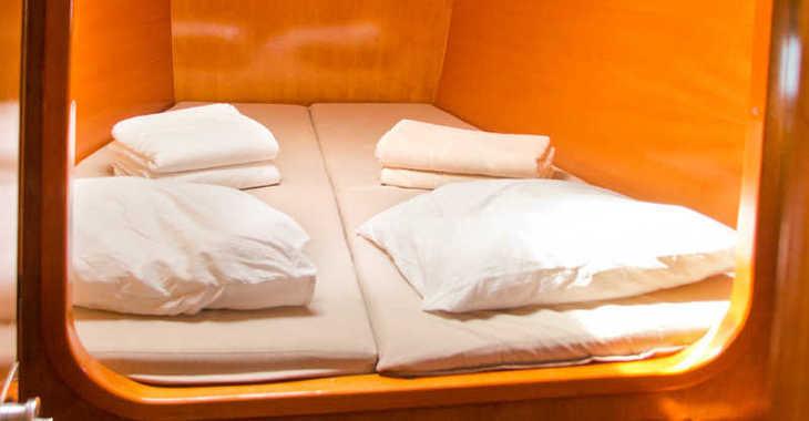 Rent a catamaran in Club Naútico de Sant Antoni de Pormany - Lagoon 380