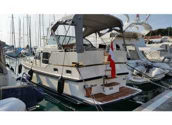 Rent a motorboat in SCT Marina Trogir - Linssen GS 30.9 AC