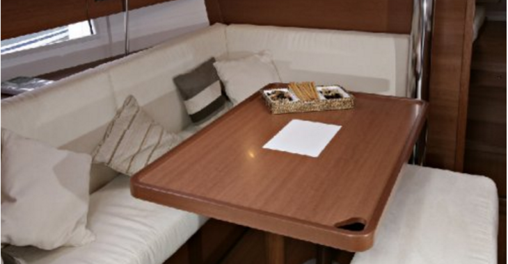 Rent a sailboat in Nanny Cay - Dufour 375