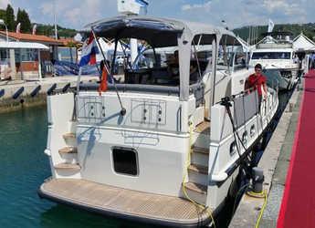 Rent a motorboat in SCT Marina Trogir - Linssen 410