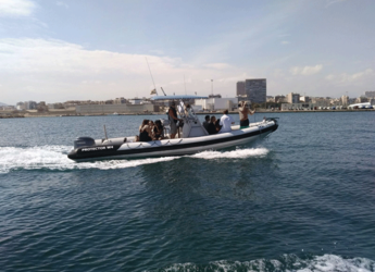 Rent a motorboat in Marina Deportiva Alicante - Protector W4