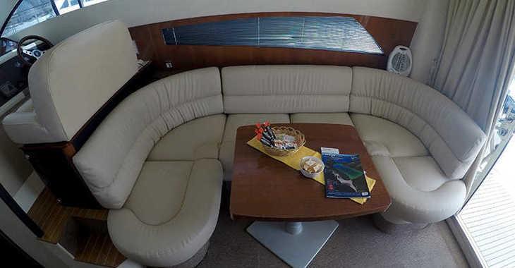 Rent a motorboat in Marina Mandalina - Fairline Phantom 40