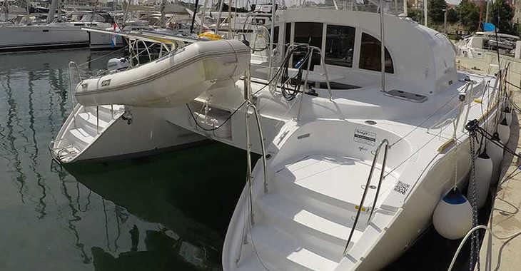 Rent a catamaran in Marina Mandalina - Lagoon 380