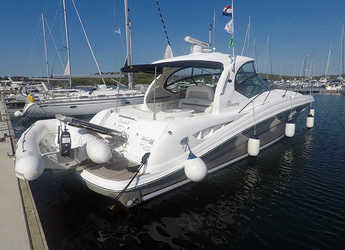 Rent a yacht in Marina Mandalina - Sea Ray 455
