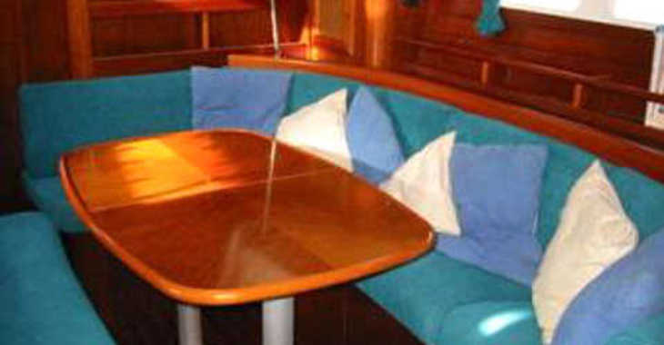 Rent a sailboat Oceanis 461 in Muelle de la lonja, Palma de mallorca