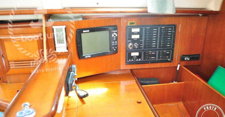 Rent a sailboat Oceanis 411-4 in Muelle de la lonja, Palma de mallorca