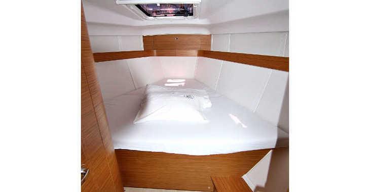 Rent a sailboat in Marina Sukosan (D-Marin Dalmacija) - ELAN 40 Impression BT