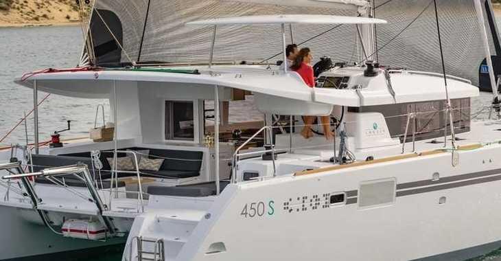 Rent a catamaran Lagoon 450 SporTop in Marina Le Marin, Le Marin