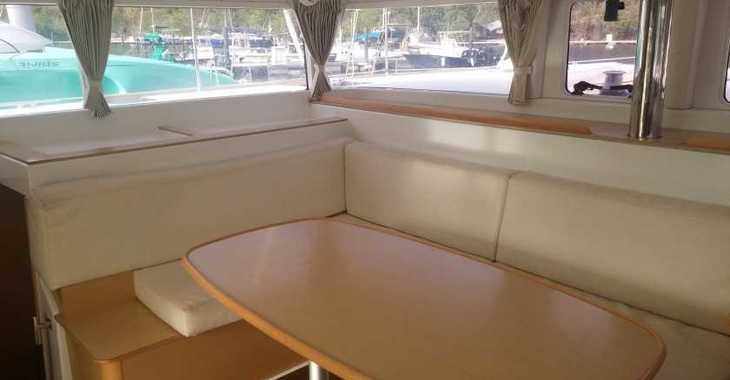 Rent a catamaran in Marina Le Marin - Lagoon 400